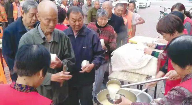 方城退休教师赵桂民开设爱心粥铺 这碗爱心粥一端就是五年